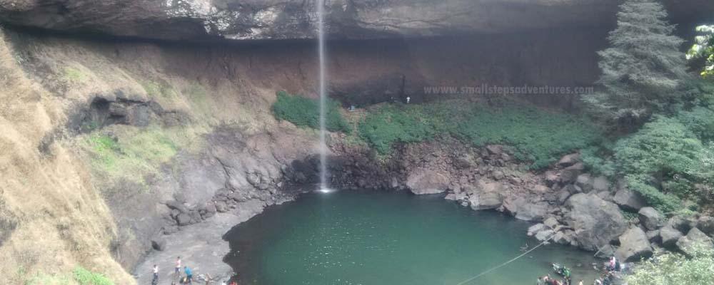devkund-waterfall-trekking
