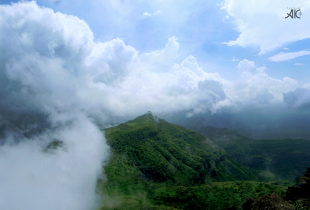 Play of clouds throughout the trek