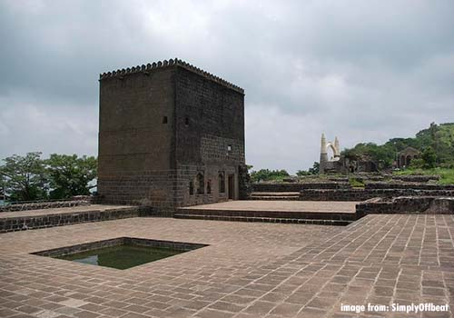 shivneri fort information